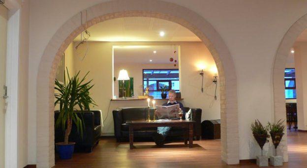 Hotel Hotel Hvide Kro Jernbanegade 7 9620 Ålestrup Danmark Nordjylland